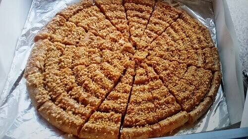 You are currently viewing Moroccan Food, The Traditional Pastry Mhancha With Almonds And Walnuts